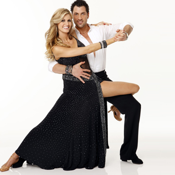who is dating who on dancing with the stars 2013 Both on and off of the dancing with the stars dance floor, the chemistry and romance between shark tank panelist, robert herjavec, and his dance partner, kym johnson, has been undeniable.